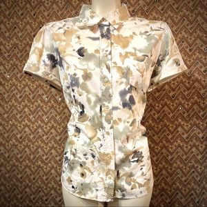 NEW YORK & COMPANY Short Sleeved Camo Button Down